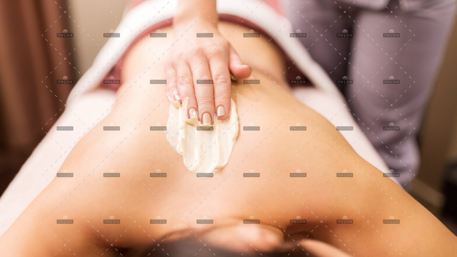 demo-attachment-386-woman-having-back-massage-with-cream-at-spa-PFCWZ34